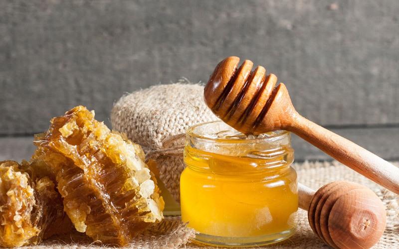 Độ ngọt thanh của mật ong giúp miếng thịt vừa đươc bảo quản vừa được ướp thơm ngon