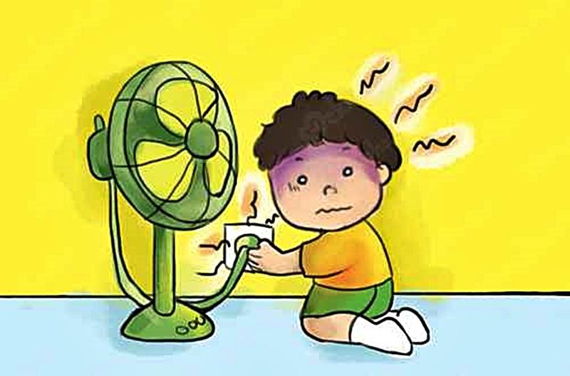 Trẻ táy máy tay chân dễ bị điện giật khi gần quạt.