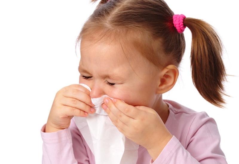 Quạt điện dùng lâu dễ gây bệnh đường hô hấp cho trẻ.