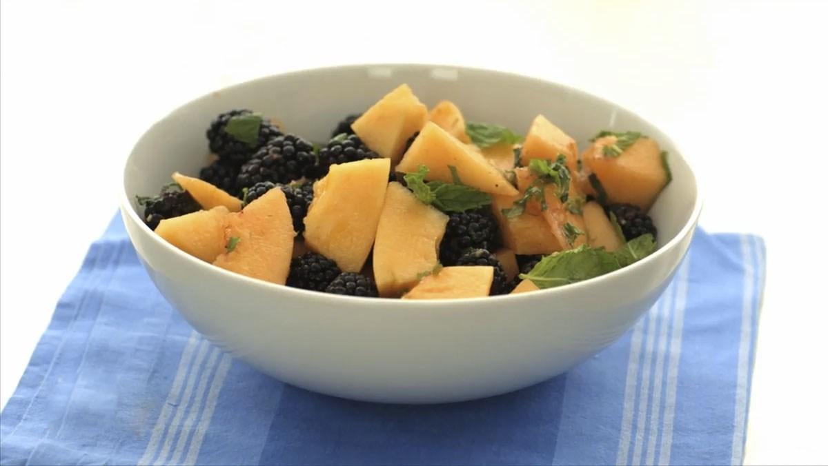 Salad dưa lưới mâm xôi đen
