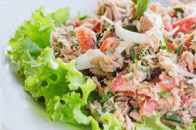 Món salad cá ngừ dưa leo bơ