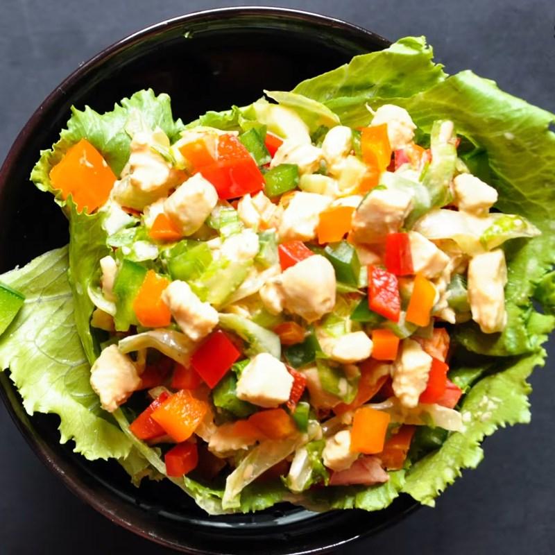 Thành phẩm món salad ớt chuông thịt gà