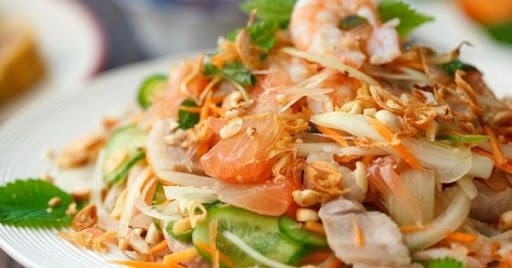 Salad tôm bưởi hạt óc chó