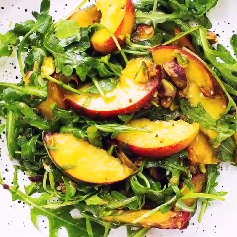 Thành phẩm Salad đào hạt dẻ cười