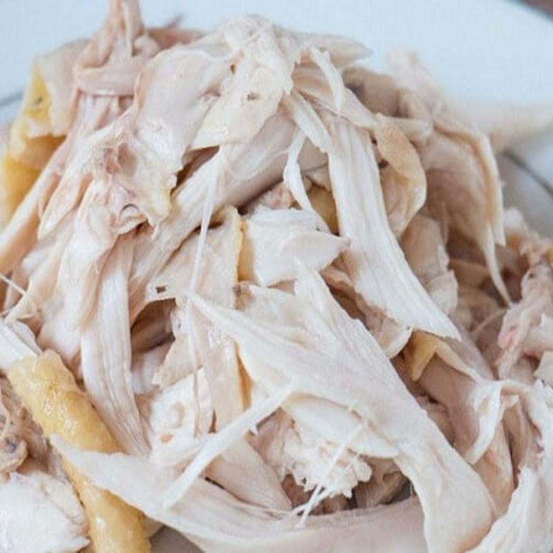 Luộc và xé thịt gà