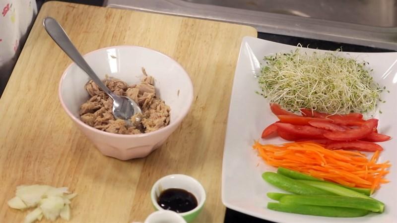 Nguyên liệu làm Gỏi cuốn cá ngừ kiểu Thái