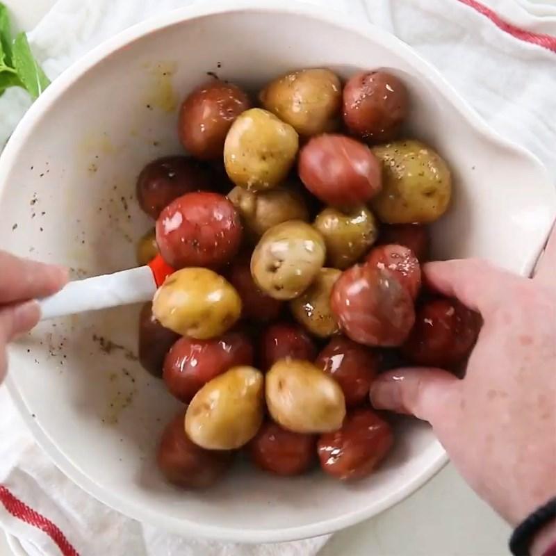 Sơ chế và ướp khoai tây