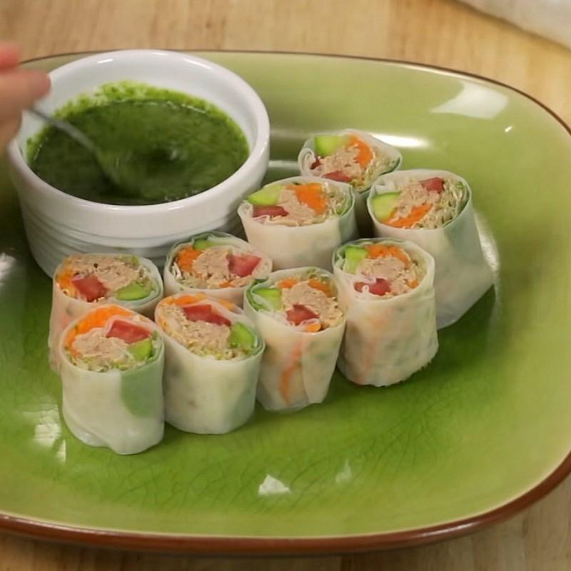 Thành phẩm món gỏi cuốn cá ngừ kiểu Thái