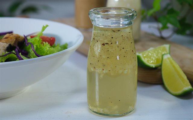 Pha nước sốt trộn salad